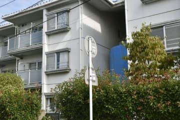 進藤遼佑君の遺体が見つかった自宅のある集合住宅=18日午前、さいたま市見沼区