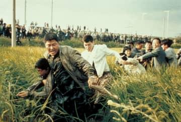 韓国で連続殺人の容疑者浮上 「殺人の追憶」の一場面
