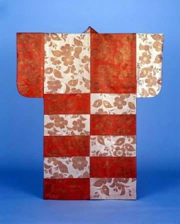 商品開発に生かされる林原美術館の能装束。写真は国重要文化財「紅白段桜花文摺箔(すりはく)」)=同館提供