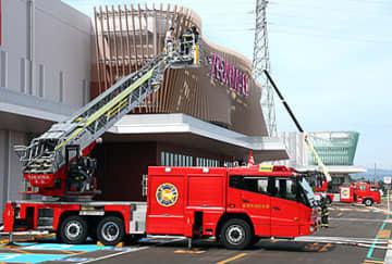 増床する西館で行われた消防訓練=イオンモール高岡
