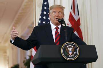 20日、ホワイトハウスで記者会見するトランプ米大統領(AP=共同)