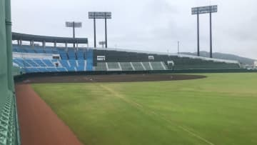 グラウンドコンディション不良のため、北信越地区高校野球福井県大会の試合が順延となった福井県営球場=9月21日午前8時40分ごろ、福井県福井市