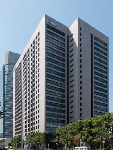 伊藤忠商事東京本社ビル(Rs1421さん撮影、Wikimedia Commonsより)