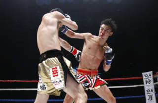 8月に江幡塁に惜敗した小笠原瑛作(右)が11月に再起戦