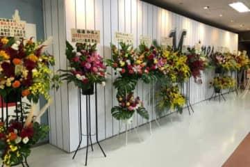 ロッテ・福浦和也の引退試合に豪華メンバーからの花が届けられた【写真:荒川祐史】