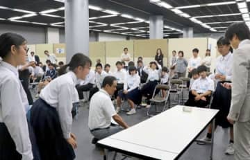 中学生3人一組で課題に挑戦した「科学の甲子園ジュニア」県大会=21日、同市中央区