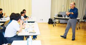 噴火の仕組みや防災対策などに理解を深めた宇井名誉教授を招いた公開授業