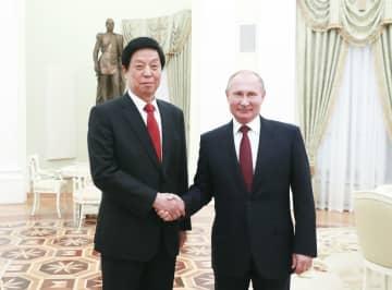 栗戦書氏、ロシアを公式友好訪問 多分野の協力促進を強調