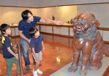 恵美須宮の「獅子 阿形」(右)など多彩な宮獅子が並ぶ会場