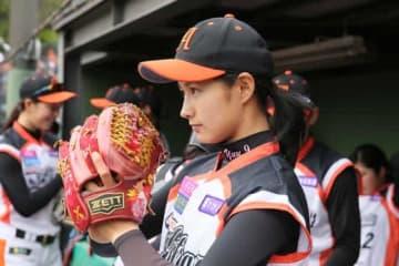 女子プロ野球が加藤優ら激レア制服写真公開 ファンは賛否「似合ってます」「ユニホーム姿が…」