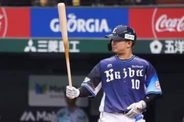 首位打者を獲得した西武・森友哉【写真:荒川祐史】