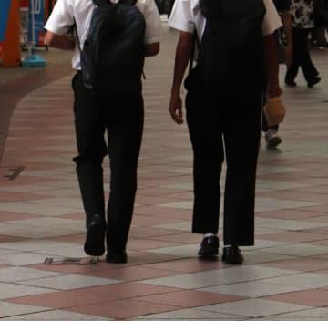 現役の長崎県立高校生が詐欺容疑で逮捕された。県警や県教委に波紋が広がっている=佐世保市、四ケ町アーケード(写真はイメージ)