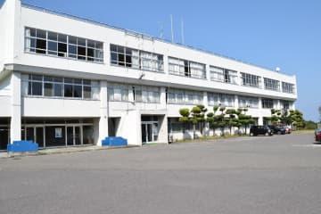 男子生徒が自殺し、第三者委を設置した八戸学院野辺地西高校=1日、野辺地町