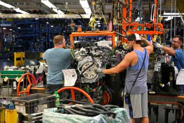 米自動車大手ゼネラル・モーターズ(GM)工場の組み立てライン=8月、米テネシー州(ロイター=共同)