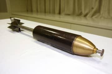 警視庁が作成した「中核派」が過去のゲリラ事件で使用した飛行弾のレプリカ=2日午前、警視庁