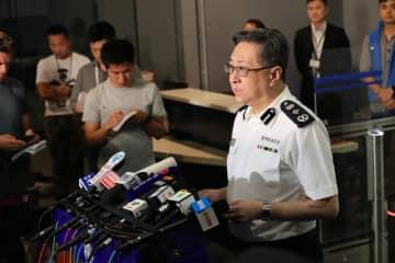 「警官に生命の危険、発砲は適切で合法」 香港警務処長が会見