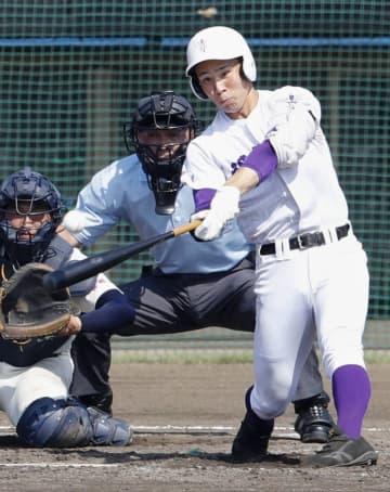 関東第一―海星 3回裏関東第一、平泉が2者連続の本塁打を放つ=ノーブルホームスタジアム水戸