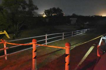 スーツケースに入った遺体が見つかった矢作古川の現場付近=2日午後7時51分、愛知県西尾市