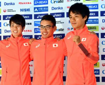 メダル争いに自信を見せる男子20キロ競歩の(右から)高橋英輝、山西利和、池田向希=ドーハ