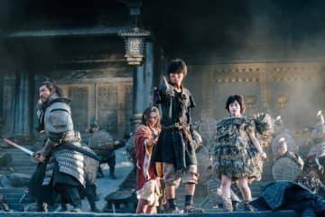 山﨑賢人が語る中国ロケの舞台裏!『キングダム』メイキング映像、吉沢亮は本格アクションに「酸欠で死にそうでした(笑)」