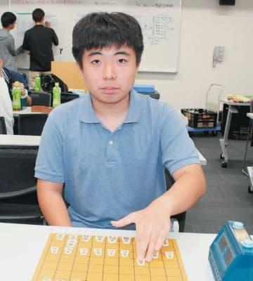 「人一倍練習して上を目指す」と意気込む迫村和茂さん=大分市のJCOMホルトホール大分
