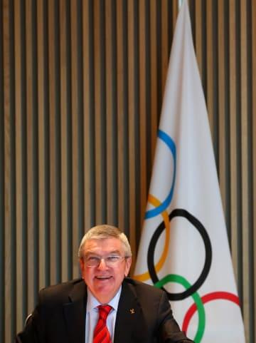 IOC理事会に臨むバッハ会長=2日、ローザンヌ(ロイター=共同)