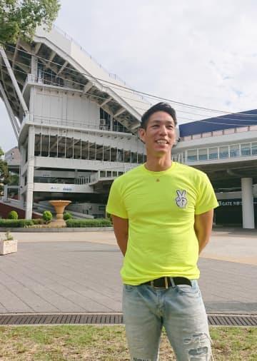 横浜DeNAベイスターズで活躍した荒波さんも、クライマックスシリーズでの躍進に期待を寄せる=3日、横浜市中区の横浜公園