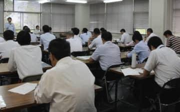 広島県内の放置船対策を意見交換する出席者