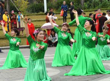 老いてなお活き活き 高齢者が歌や踊りで重陽節祝う 湖南省