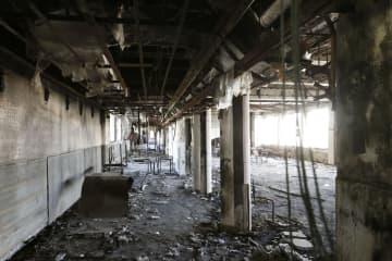 東日本大震災で被災した宮城県石巻市の門脇小校舎の内部=9日午後