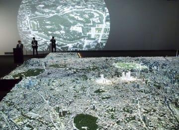 「森ビルアーバンラボ」に設けられた東京の巨大都市模型=9日午前、東京都港区