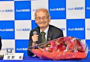 ノーベル化学賞の受賞会見で、満面の笑みを浮かべる吉野彰さん=9日午後7時45分ごろ、旭化成東京本社