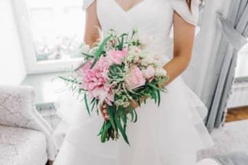 式場のミスで結婚式のクライマックスが飛ばされ… 「あまりに酷い」 結婚式のクライマックスとも言えるべき瞬間が飛ばされてしまい、モヤモヤが収まらない投稿主。