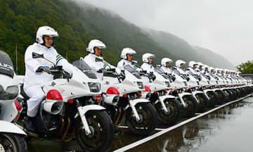 県警交通機動隊の白バイ。県内各地で「あおり運転」の取り締まりを強化する=戸沢村