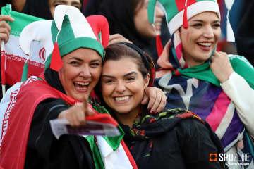 イラン女性が40年ぶりにスタジアム観戦が許可される