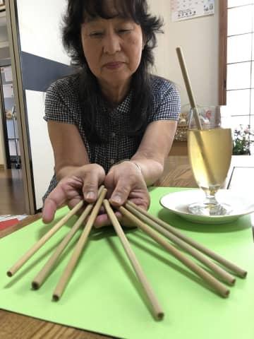 NPO法人「加茂女」が作った竹製ストロー(木津川市南加茂台4丁目)