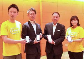 星野晃司社長(左から3人目)ら