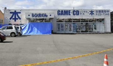 男性の遺体が見つかった古書店=15日午前10時50分、群馬県沼田市