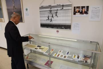 日本陸上界の発展に尽力した寿光の遺品などを集めた昭和のスポーツレガシー展 =松田町民文化センター
