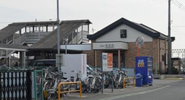 イノシシに襲われホームにいた女性がけがをした東武伊勢崎線福居駅=17日午前11時15分、足利市福居町