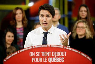 17日、カナダのケベック州で演説するトルドー首相(ロイター=共同)