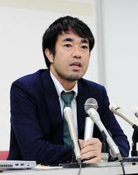 外部調査委員会の委員長に就任し、初会合後に会見した渡辺徹弁護士=18日午前、神戸市中央区(撮影・鈴木雅之)