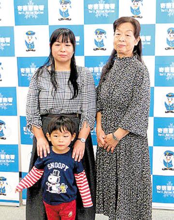 人命救助活動に貢献した鈴木恵子さんと菊池夢香さん