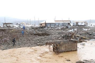 ダムが崩壊し、浸水したロシア東シベリア・クラスノヤルスク地方の村=19日(タス=共同)