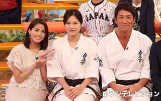長島一茂(右)が永吉美優(中央)の強さと魅力を紹介する