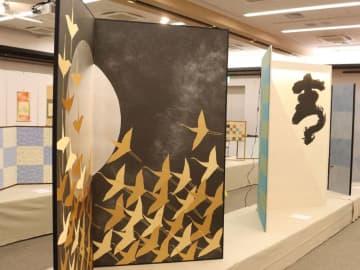 屏風や掛け軸などが並ぶ表美展(京都市下京区・京都経済センター)