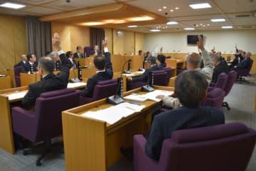 【「町生活環境の保全に関する条例」に罰則規定を設けることを賛成多数で可決した紀北町議会=町議会議場で】