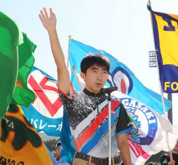 選手宣誓する星野選手=長崎市総合運動公園かきどまり陸上競技場
