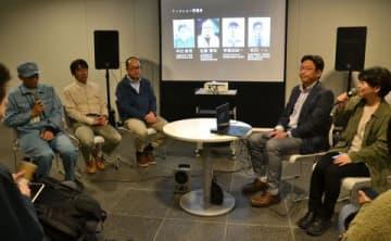 ヒグマとの共生について意見を交わす坪田敏男教授(右から2人目)ら専門家