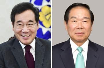 韓国の李洛淵首相(左)、日韓議員連盟会長の額賀福志郎元財務相